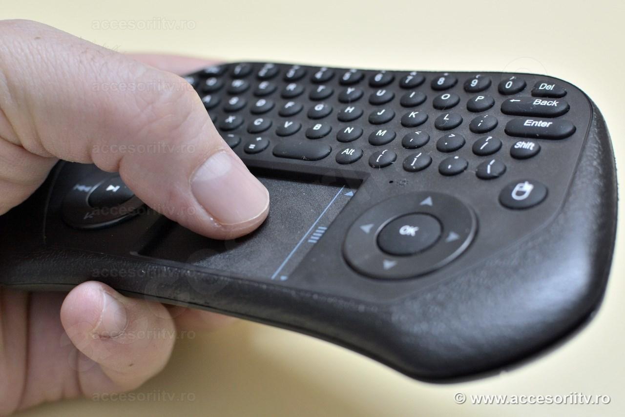 Minitastatura cu touchpad pentru smart tv - Tinuta in mana
